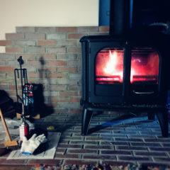 薪ストーブと灯油ストーブの費用比較!北海道の冬の暮らしで必要な準備と出費まとめ
