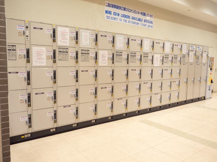 岡山駅 サンフェスタ岡山 東口階段周辺のロッカーのようす(中央トイレ前)